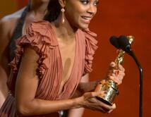 Acepta el premio de 'Mejor actriz'