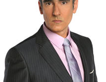 El empresario de Más Sabe el Diablo (2009), un asesino en serie, líder de una banda de ladrones.