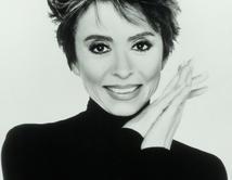 Primera mujer latinoamericana en alcanzar el galardón por 'West Side Story'.