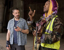 Interpreta a SteveLopezun reconocido periodista en Los Angeles