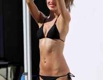 ¡Vota por la mejor latina en bikini!