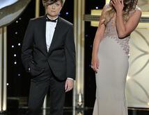 Al momento de elegir a 'Mr. Golden Globe', apareció Amy Poehler (haciendo de hijo de Tina Fey) con una peluca de hombre.