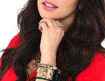 Elena es hermosa, sofisticada y sabe manipular a la gente a su antojo.