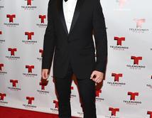 Elegante y tan chic como ninguno, este hombre sabe como robarse las miradas en la alfombra con un porte muy Hollywood.