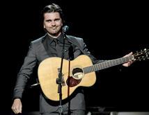 El 'súper star' colombiano acaba de lanzar su disco: 'Loco De Amor' . ¡Vota por él!