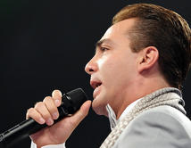 Cristian Castro volverá a conquistarnos con sus mejores temas musicales. ¡Vota por él!