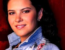 """Laura es la fan número uno del grupo en """"DKDA: Sueños de Juventud""""."""
