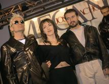 """El grupo Español ha vendido más de 25 millones de discos a nivel mundial con temas como """"El Club de los Humildes"""", """"No me mires"""" y más."""