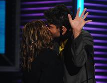 El beso de David Chocarro y la Dra. Ana María Polo