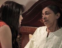 Elena se entera de la traición de Vikcy y la envenena