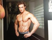 El actor nos muestra lo que será su campaña de ropa interior masculina