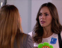 Camila le grita a Mónica en el hospital y le pide que no regrese nunca.
