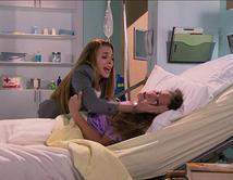 Emiliana convulsiona en el hospital frente a Camila.