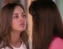 Mónica le habla a Elena como le hablaba Mónica Serrano.