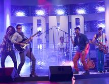 José Guillermo y Bachaco interpretaron el tema de Kany García en el primer show.