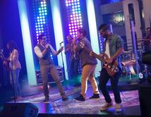 José Guillermo y Bachaco interpretaron el tema de Diana Reyes en el segundo show.