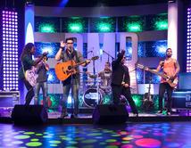 José Guillermo y Bachaco interpretaron el tema de La Ley en el tercer show.