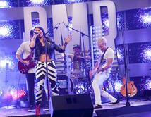 Eli Jas y Avenida Zero interpretaron el tema de Kany García en el primer show.