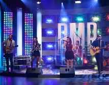 Eli Jas y Los Hollywood interpretaron el tema de la banda en el quinto show.