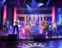 Tali Duclaud y Odas interpretaron el tema de Kany García en el primer show.
