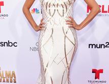 ¿Which dress looks best on Eva?