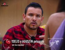 Cree que Iselis quiere comenzar chismes acerca de él y sus nominaciones, por lo que la enfrenta en la cocina.