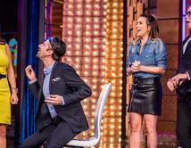 Los presentadores juegan con las órdenes de Penelope Menchaca