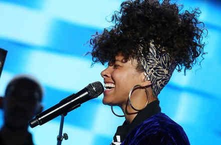 Alicia Keys cantando