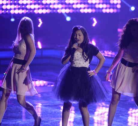 Monica canta en nombre de Bolivia en las galas de la voz kids