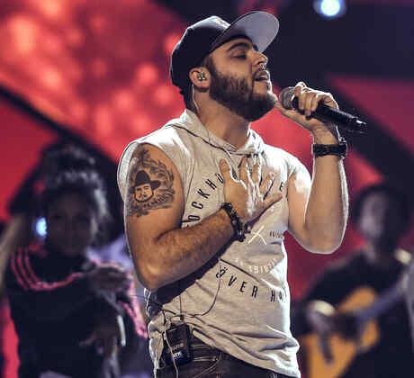 Gerardo Ortiz en los ensayos de los Latin American Music Awards 2016