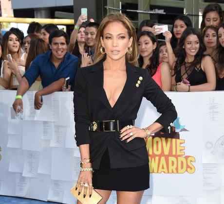 Jennifer Lopez on the blue carpet of the 2015 MTV movie awards