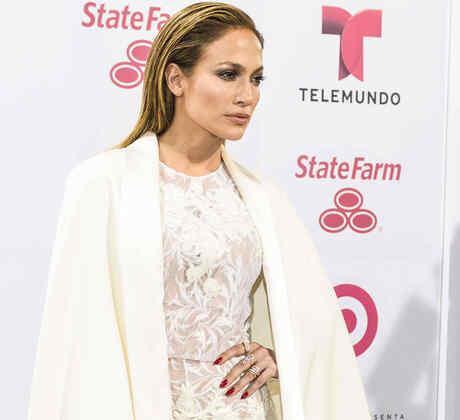 Jennifer Lopez en la alfombra roja de Premios Billboard 2015