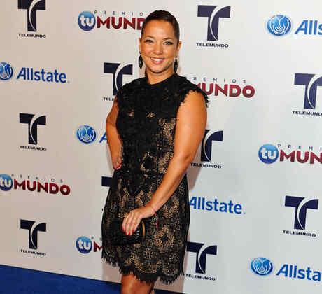 Adamari López en la alfombra azul Premios Tu Mundo 2012