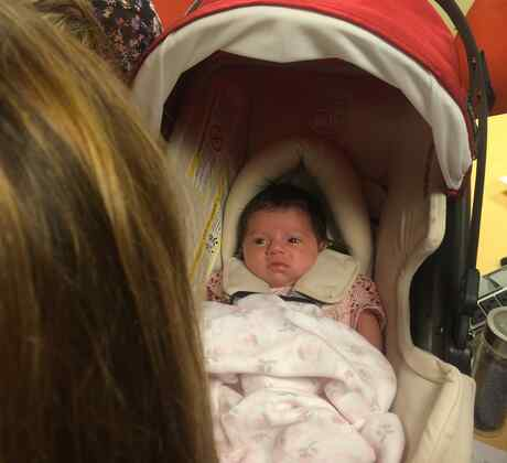 Alaïa, hija de Adamari López, abre los ojos