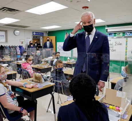 El presidente, Joe Biden, en una escuela de Virginia.