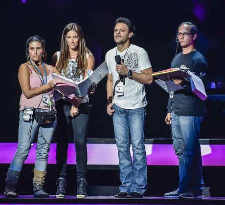 Gaby Espino y Pedro Fernandez en los ensayos de premios billboard 2015