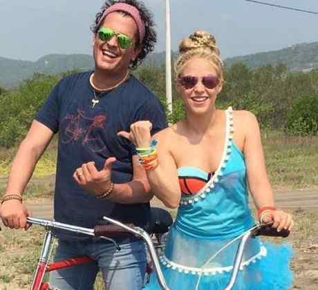 """Carlos Vives y Shakira en """"La Bicicleta"""""""