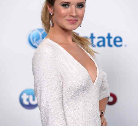 Kimberly Dos Ramos, white dress
