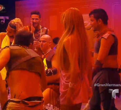 Los habitantes de la casa de Gran Hermano en la fiesta de espartanos