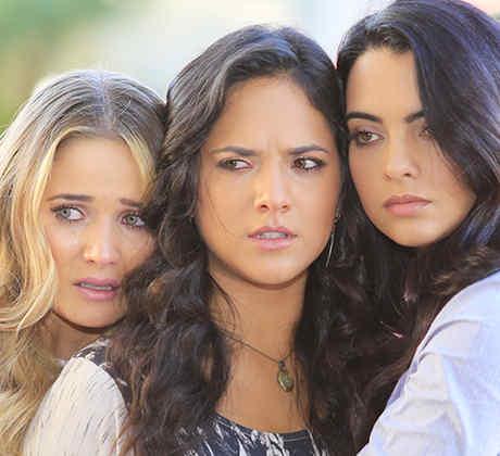 Kimberly Dos Ramos, Ana Lorena Sánchez y Scarlet Gruber llorando en Tierra de Reyes
