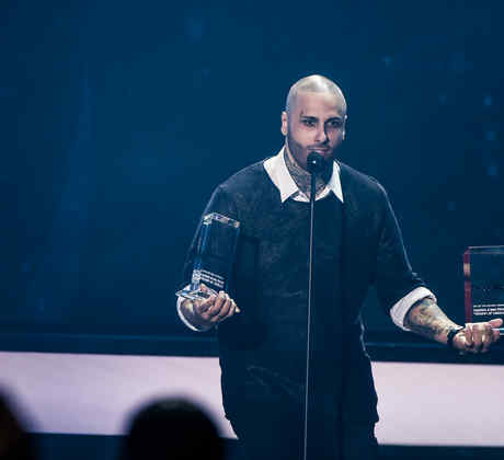 Nicky Jam ganando dos Premios Billboard 2016