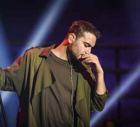 El vocalista de Reik en los ensayos de Premios Billboard 2017