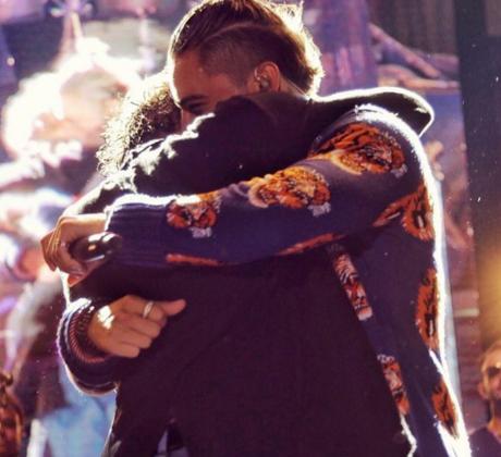 Maluma abraza a Marc Anthony en concierto de Medellín.
