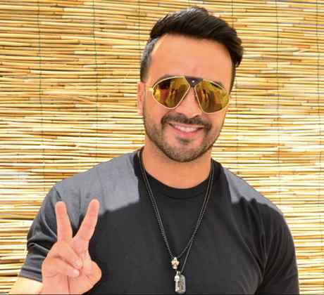 Luis Fonsi wearing sunglasses