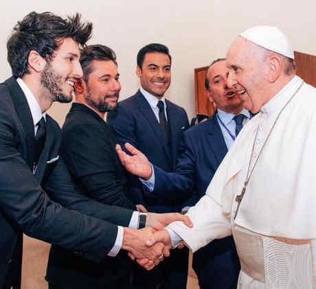 Sebastián Yatra y el papa Francisco