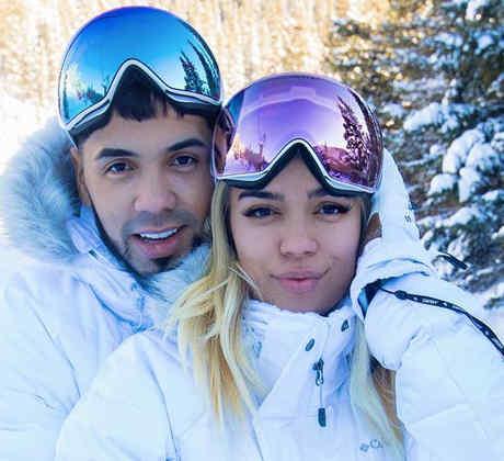 Karol G y Anuel AA de vacaciones en la nieve