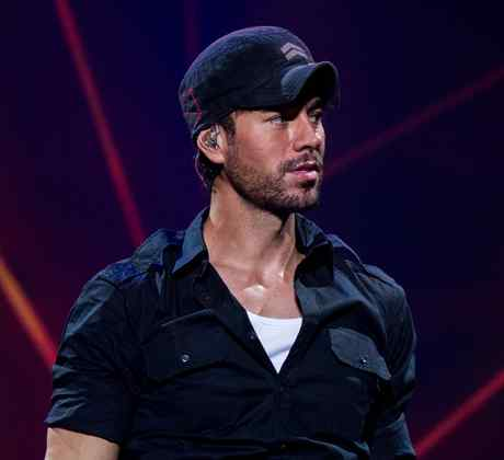 Enrique Iglesias at concert