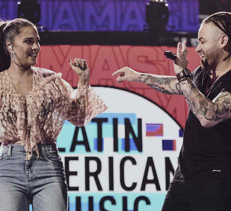 Greeicy y Nacho en los ensayos de los Latin American Music Awards 2019