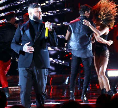 Jason Derulo y Farruko en los 2019 Latin American Music Awards