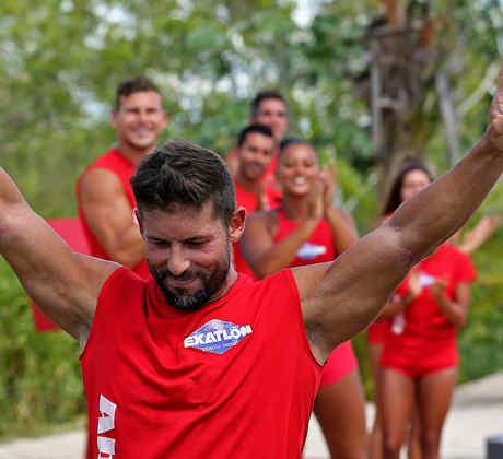 Abe Cruz sale de la competencia con los brazos en alto
